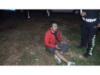 Kaza yapan alkollü sürücü kaçmak isterken bahçe duvarından düşüp yaralandı