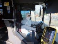 Metrobüs şoförleri korona virüse karşı koruyucu tulum giydi