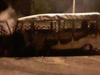 Yalova'da minibüs alev alev yandı