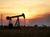 Brent petrolde '10 doların ayak sesleri'