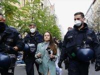 Almanya'da koronavirüs kısıtlamaları protesto edildi: Çok sayıda gözaltı