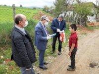 Köylerden kitaba ulaşamayan öğrencilere kitap dağıtıldı