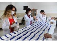 Isparta'da öğretmenler LGS için el dezenfektanı üretiyor