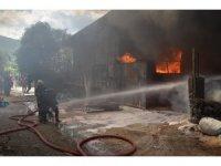 Osmaniye'de 3 iş yeri yandı, 7 itfaiye eri dumandan etkilendi