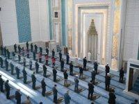 Bayram namazı sadece Ankara'da, kısıtlı sayıda katılımla kılındı