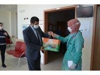 Demirci'de sağlıkçılara bayram hediyesi