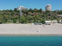 Dünyaca ünlü Konyaaltı Plajı'nda deniz keyfi sosyal mesafeli olacak