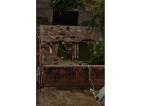 Çınar'da metruk eve yıldırım düştü