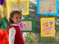 4 yaşındaki İnci resim sergisi açtı