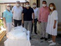 Kuşadası Belediyesi maske üretimine bayramda da devam etti