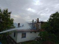 Çankırı'da yangın, iki ev kullanılamaz hale geldi