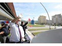 Başkan Sandıkçı üstü açık otobüsle gezerek vatandaşın bayramını kutladı