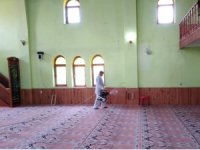 Tuşba'da ibadete açılacak camiler dezenfekte ediliyor