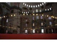 İstanbul'un tarihi camileri cuma namazına hazırlanıyor