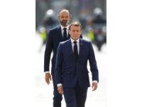 Fransa'da Covid-19 krizi Macron'un popülaritesini düşürdü