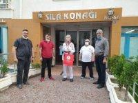 Online Taekwondo Poomse Müsabakalarında dereceye giren sporculara ödüllere evlerinde verildi