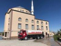 Ürgüp'te Cami avluları cuma namazı için hazırlanıyor