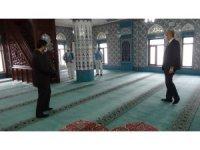Simav'da camiler dezenfekte ediliyor