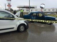 Sanayi Kavşağı'nda iki araç çarpıştı 4 kişi yaralandı