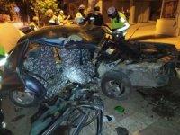 Ağaca çarpan otomobil hurdaya döndü: 1 ölü, 2 yaralı