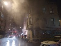 Beşiktaş'ta yangını çeken gazetecileri 'kameranı kırarım' diye tehdit ettiler
