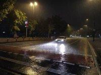 İstanbul'da gece saatlerinde şiddetli yağmur etkili oluyor