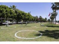 Mersin'de sahil bandına sosyal mesafe çemberi