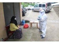 Rize'ye gelen çay üreticilerine Korona virüs testleri yapılmaya devam ediliyor