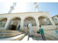 Malatya'da cami avluları dezenfekte ediliyor