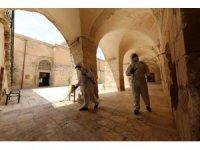 Mardin'de ibadete açılacak camiler dezenfekte edildi