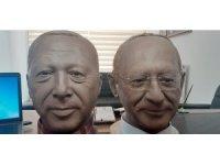 Çorumlu balmumu heykel sanatçısı iki siyasi lideri yan yana getiriyor