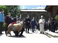 Erzurum'da cuma namazı hazırlığı