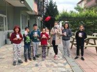 Kızılay'dan çocuklara çikolata, büyüklere maske