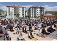 Sivas'ta sosyal mesafeli Cuma Namazı kılındı