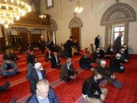 Kosova'da 76 gün sonra yeniden açılan camilerde ilk cuma namazı