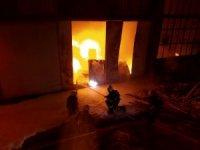 Çorum'da marangoz atölyesi alev alev yandı