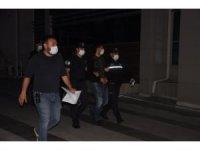 İzmir'de çok sayıda suçtan aranan 2 kişi yakalandı