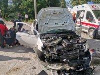 Kontrolden çıkan araç köprü korkuluğuna çarptı: 2 yaralı