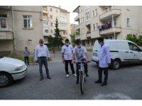 Hastanede Belediye Başkanının Bayramını kutladı, Bisiklet Hediyesi aldı