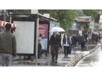 Normalleşeme ilk günü sağanak yağmur etkili oldu