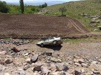 Otomobil uçuruma yuvarlandı:3 yaralı