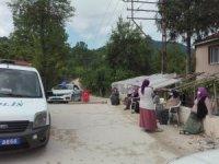 Tozdan bıkan mahalleli yolu ulaşıma kapattı