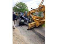 İş makinesiyle otomobil çarpıştı: 1 ölü