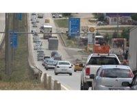 Kısıtlama kaldırıldı, sürücüler yollara akın etti: 'kilit kavşak'ta trafik yoğunluğu