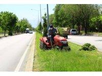 Belediye ekipleri şehir genelinde çalışmalarını hummalı bir şekilde sürdürüyor