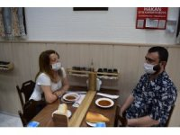 İzmir'deki lokantada ilginç korona önlemi