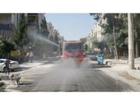 Haliliye'de cadde ve sokaklar köpüklü suyla yıkandı