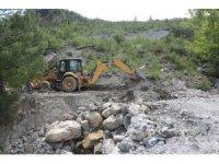 Erdemli'de bozulan yollar yenileniyor