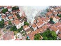Kocaeli'de 3 bina alev alev yandı