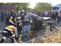 Köpeği ezmek istemeyen sürücü iki araca çarptı: 4 yaralı